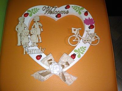 Fuoriporta  cuore in legno shabby con rosa in feltro bianca e fiocco  merletto