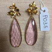 Orecchini con ganci anallergici nichel free, fiori in acciaio dorato e gocce di cristallo Swarovski.