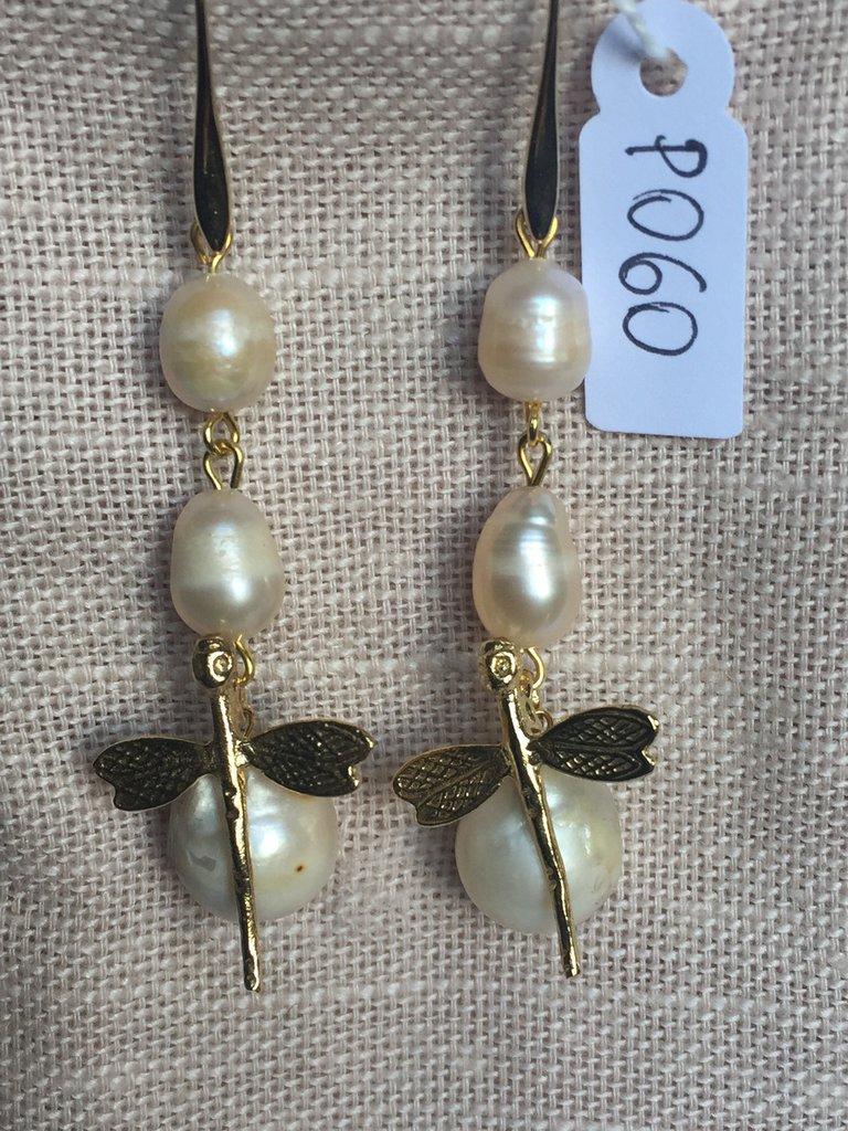 Orecchini con ganci anallergici nichel free, perle di fiume e perle barocche.