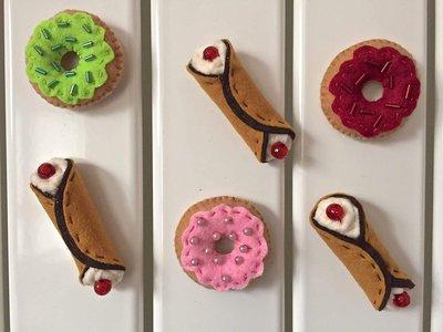 Calamite per frigorifero, donuts e cannoli siciliani in feltro