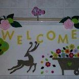 Pannello benvenuto welcome feltro bianco con rose rosa