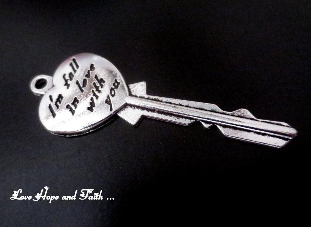 "Charm ciondolo  chiave ""Innamorarsi"" (21x57mm) (cod.0new)"