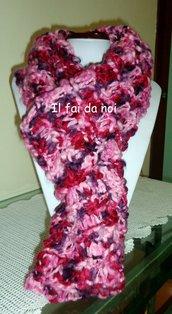 sciarpa ad anello in lana rosa sfumata, lavoro a maglia, ferri