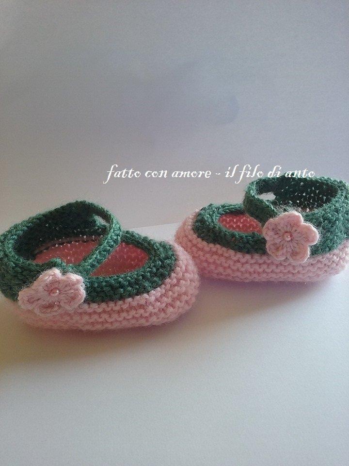 Scarpine bimba in lana rosa con fiore laterale