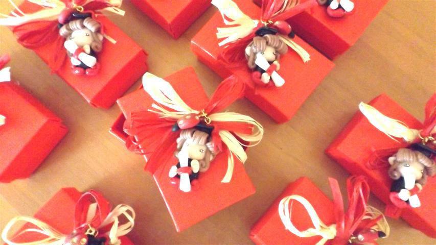 BOMBONIERA COMPLETA con scatolina confetti PER LAUREA - fimo - FOLLETTA  LAUREATA - porta confetti f0a960c9f5b4