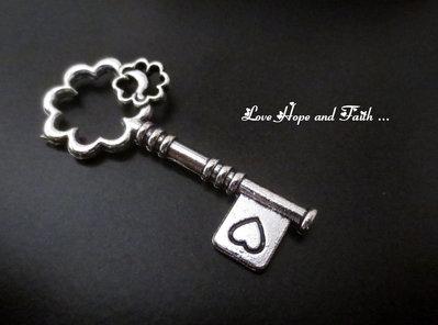 """Charm ciondolo  chiave """"Quadrifoglio"""" (43x19mm) (cod.0new)"""
