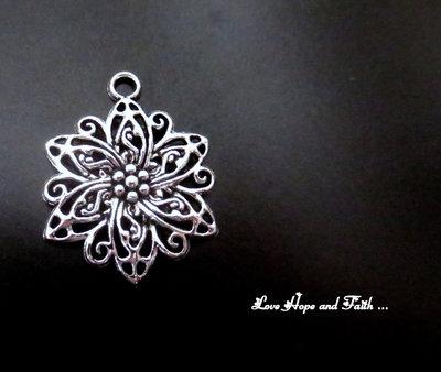 """Charm """"Floris"""" color argento (31x27mm) (cod. New)"""