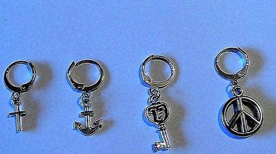 Mono orecchino uomo donna con croce, ancora, chiave o simbolo pace