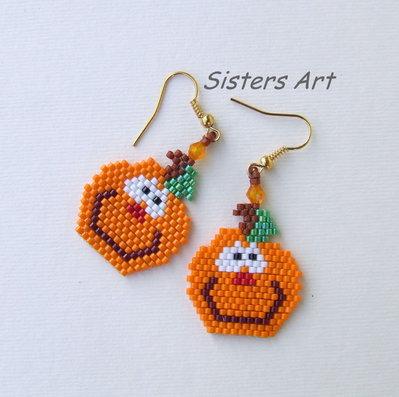 """Orecchini """"Orecchinzucca"""" per Halloween realizzati con perline Miyuki delica"""