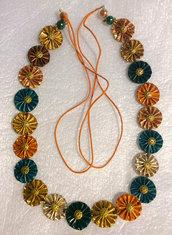 tre collane alternanza di fiori