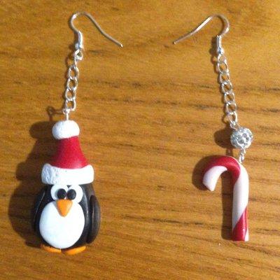 Orecchini pendenti natalizi con perlina brillante