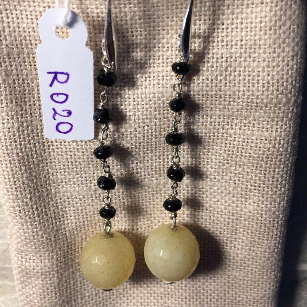 Orecchini con ganci anallergici nichel free, perline di spinello nero e ciondoli in agata.