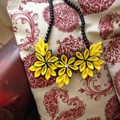 Collana gialla impreziosita