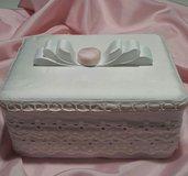 Scatola contenitore in cartone rivestita di tessuto e pizzo sangallo