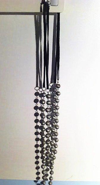 """Collana doppio filo camoscio nero e palline """"campanelline"""" argento satinato"""