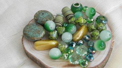 FUORI TUTTO Lotto 4 perle vetro ceramica 77pz