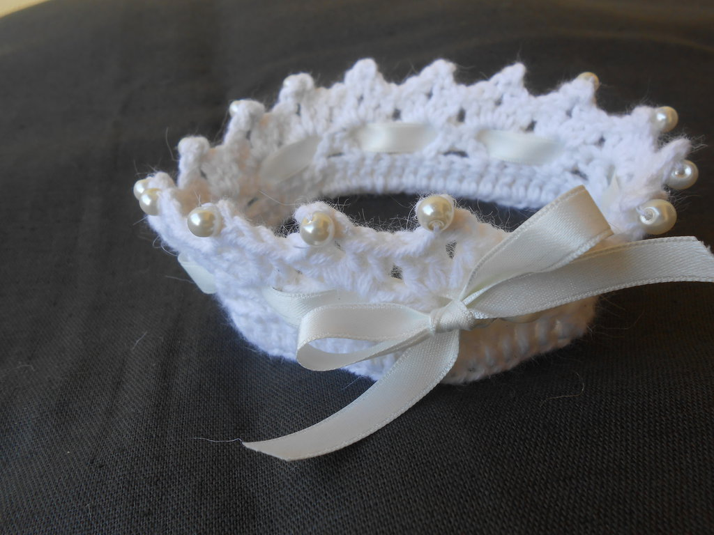 Coroncina ferma capelli in angora e lana  per una principessa , idea regalo.