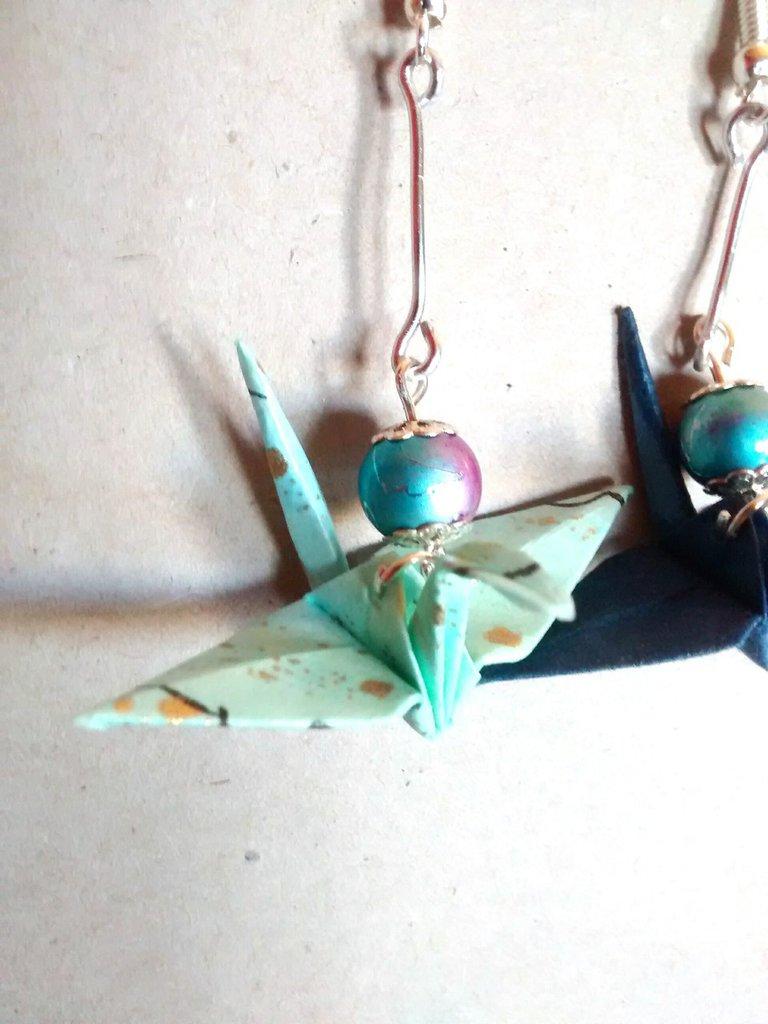 Orecchini pendenti con gru origami
