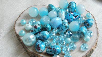 FUORI TUTTO Lotto 11  perle vetro,plastica  e mezzo cristallo 52pz