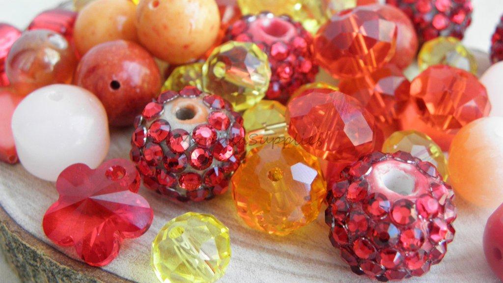 FUORI TUTTO Lotto 14  perle vetro,plastica ,strass e mezzo cristallo 55pz