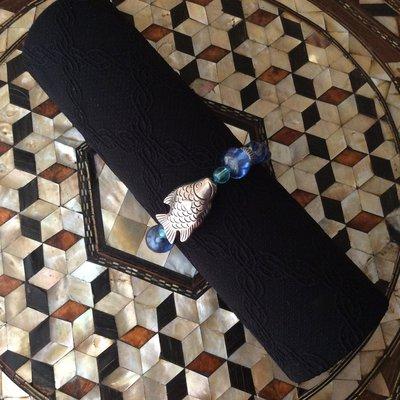 Braccialetto con pietre azzurre