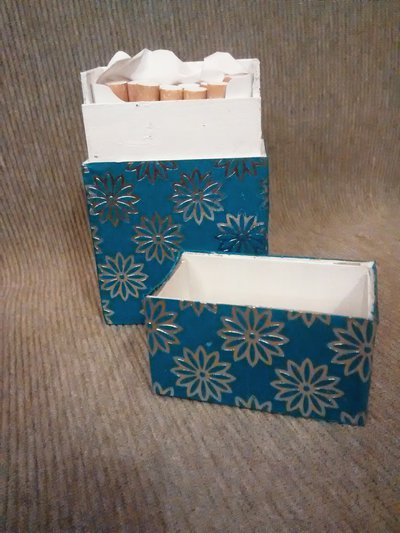 Porta sigarette per donna. Indaco e fiori argento