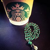 Collana rosario con pietre dure Onice verde e Malachite e nappina nera