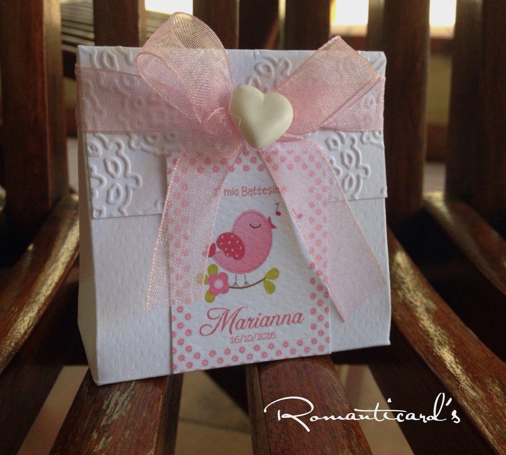 Bomboniera personalizzata con fiocco organza e cuore in fimo by Romanticards