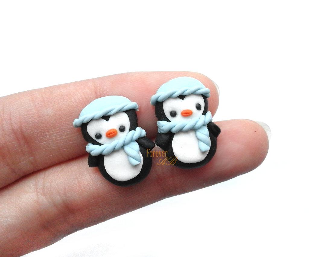 Orecchini a lobo pinguino cuffia azzurra sciarpa idea regalo natale fimo perno