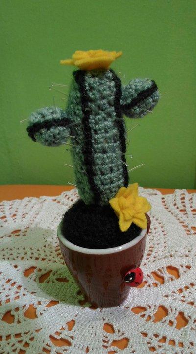 Pianta Grassa Con Fiori Gialli.Amigurumi Cactus Pianta Grassa Ad Uncinetto Con Fiori Gialli