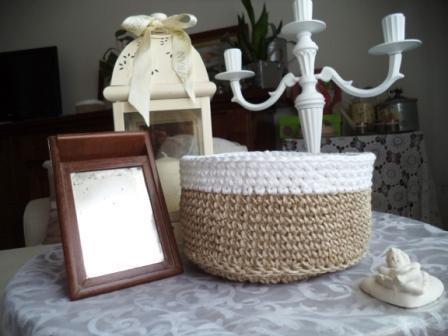 Cestino di spago e cotone semplice e naturale