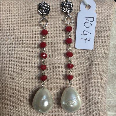 Orecchini con ganci anallergici nichel free, cinque perline di agata, perle maiorca e roselline in acciaio.