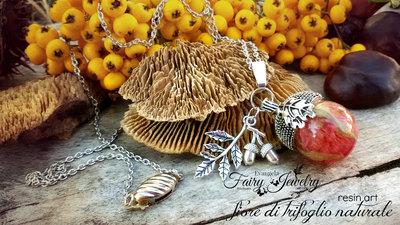 Collana ghianda con fiore trifoglio incluso nella resina argento gioielli botanici