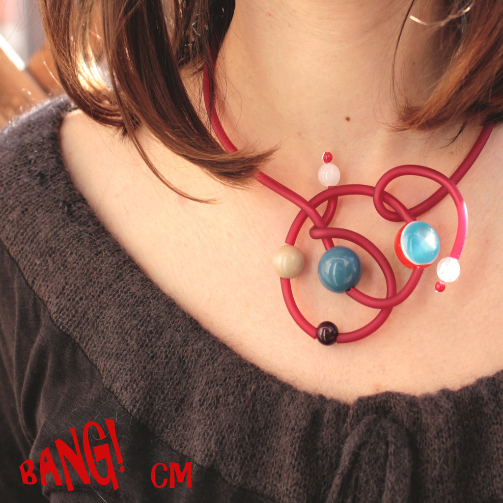 Collana rossa con perle colorate in resina - Bang!