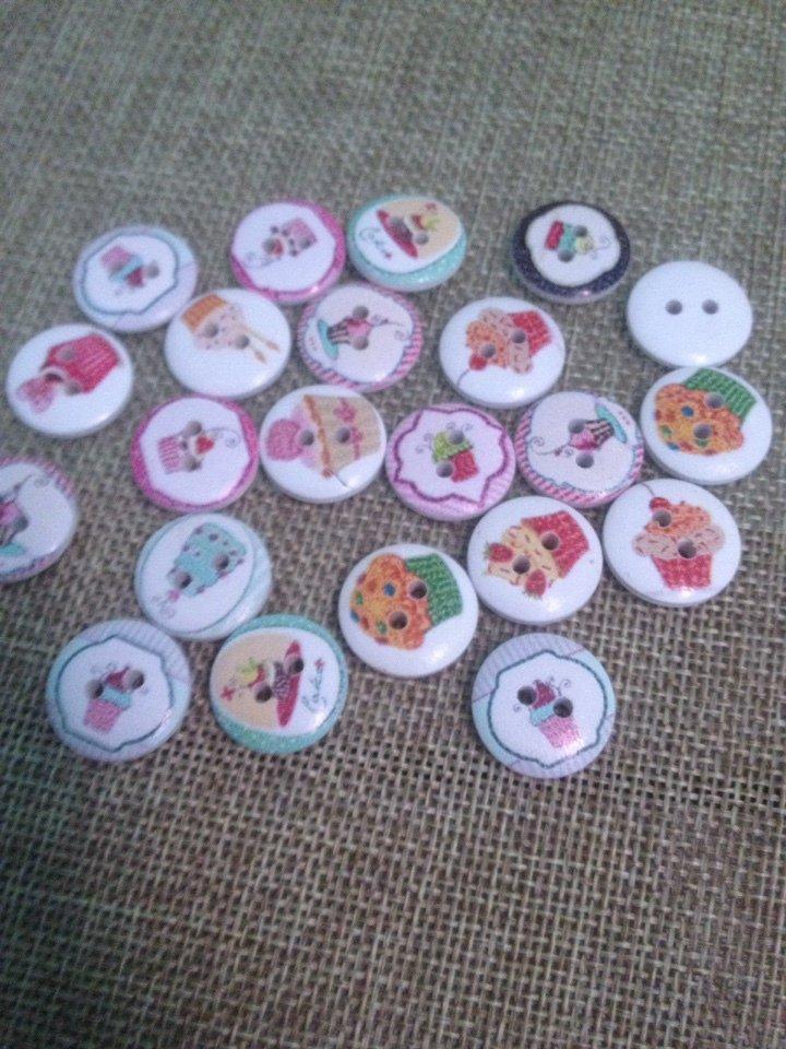 10 bottoni in legno stampati con cupcake