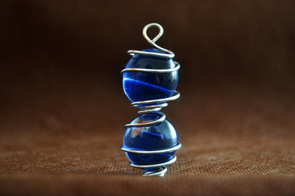 Ciondolo con doppia pietra lucida