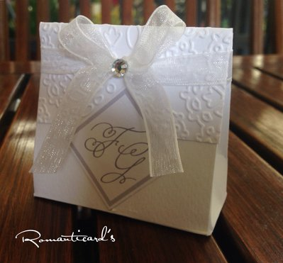 Scatolina per bomboniera di Matrimonio con iniziali degli Sposi by Romanticards