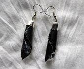 Orecchini goccia pendenti neri cialda e perla vetro