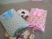 scatola cuscino fiorata celeste o rosa con fiocco in raso