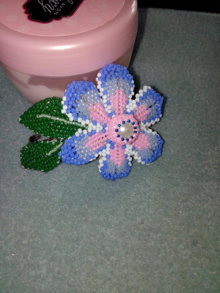 Fermacapelli forma di un fiore