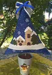 Natale - Albero di feltro blu con paesaggio innevato