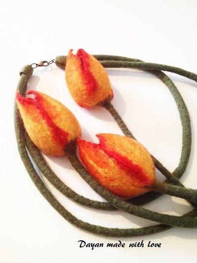 Collana di lana Tulipani