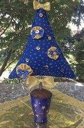 Natale - albero tessuto blu con decorazioni dorate