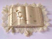 Cuscino portafedi in seta di San Leucio