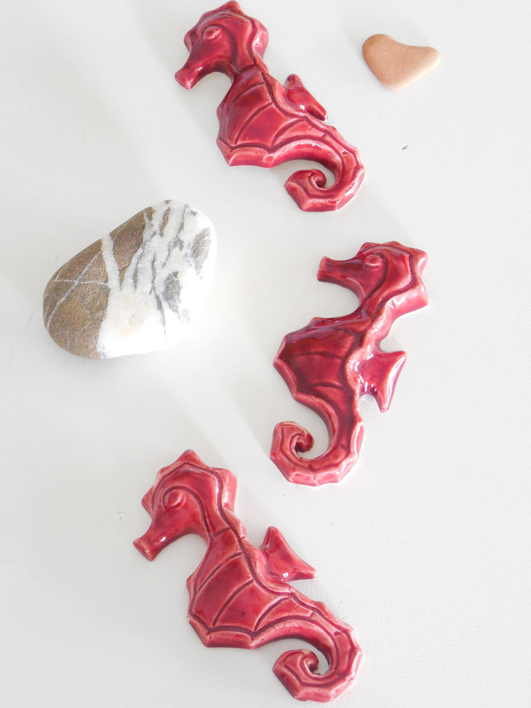 Cavalluccio marino in terracotta e ceramica con calamita, ippocampo