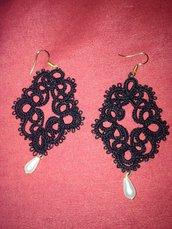 Eleganti orecchini al chiacchierino con perla