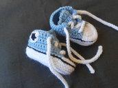 Scarpine crochet  sportive  in lana celeste e bianco , idea regalo.