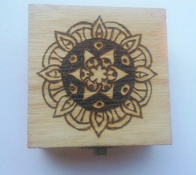 Scatola in legno incisa a fuoco con il pirografo - mandala