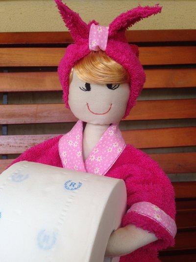 Bambola porta rotolo carta igienica decorazione per il bagno per su misshobby - Dove mettere il porta carta igienica ...