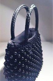 borsina vintage in filato di seta nero lavorata ad uncinetto con perline nere